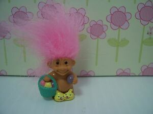 "EASTER MINIATURE MINI BUNNY NEW w//RUSS STICKER 1/"" Russ Troll Doll RABBIT"