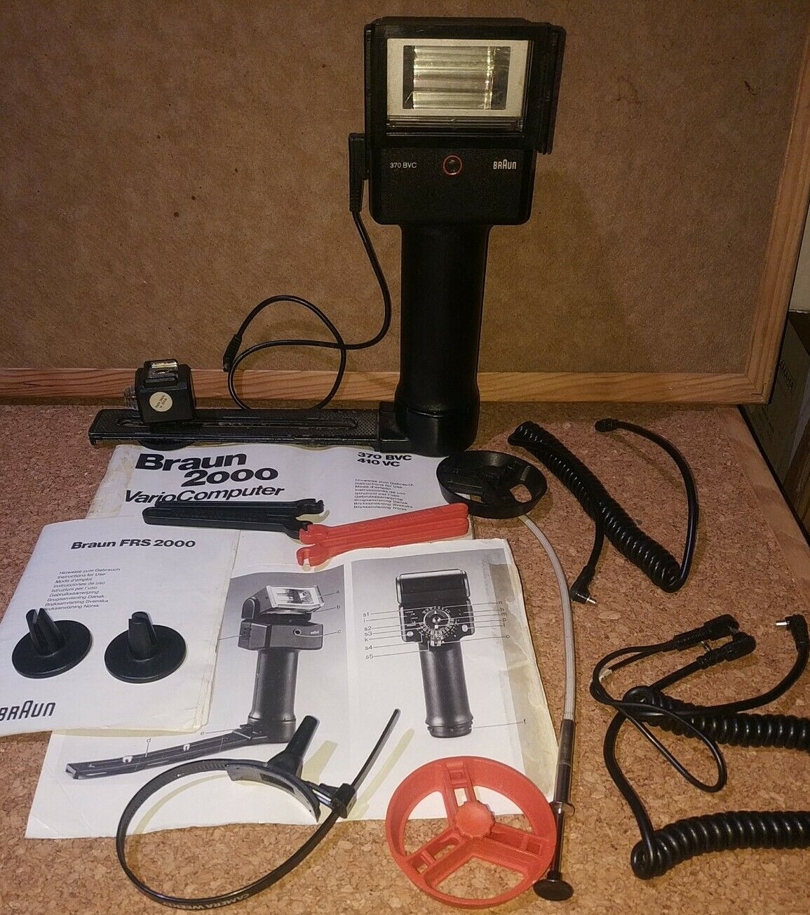Braun 2000 Vario Computer Flash unit 410 Vc with Accessories & Manual