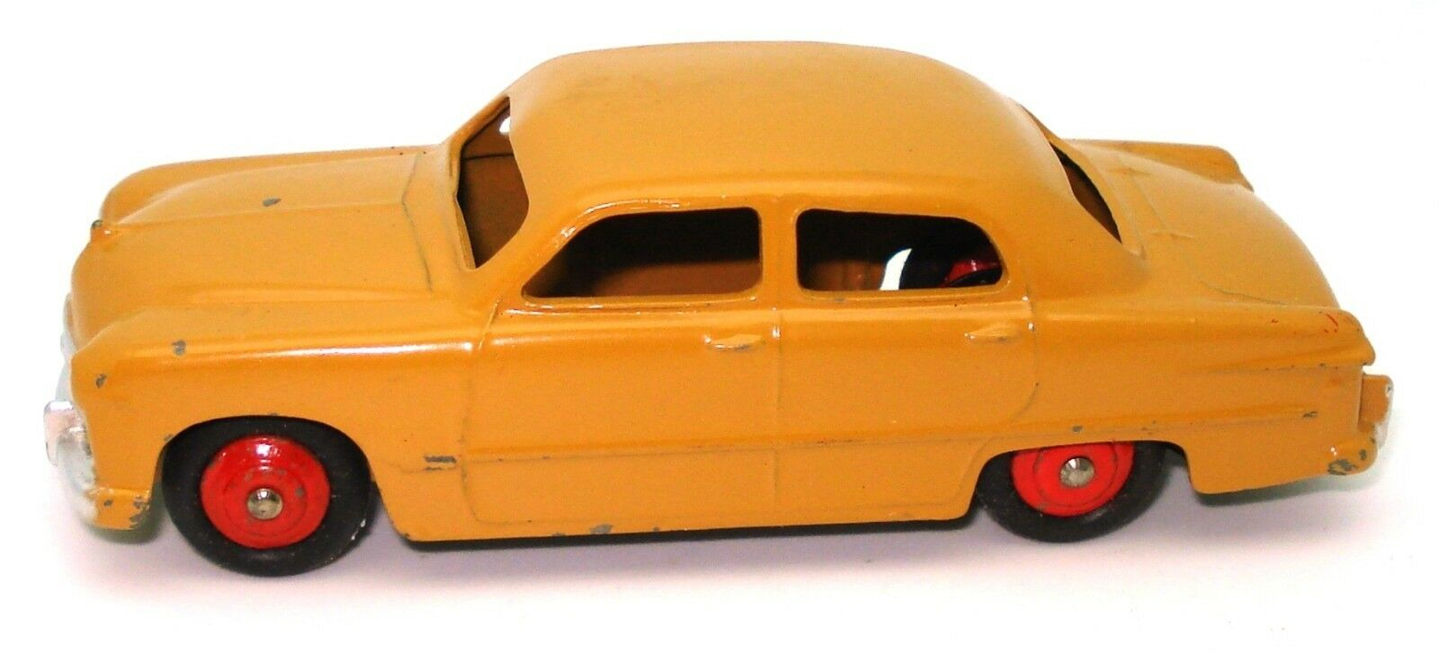 DINKY NO. 139A FORD FORDOR SEDAN - RARE - EXC - TAN WITH rosso HUBS