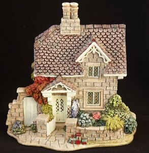 Lilliput-Lane-Railway-Cottage-boxed-with-deeds