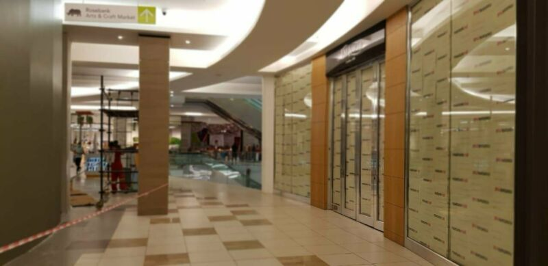 144 m2 RETAIL SPACE AVAILABLE IN THE COMMERCIAL/RETAIL HUB OF ROSEBANK!