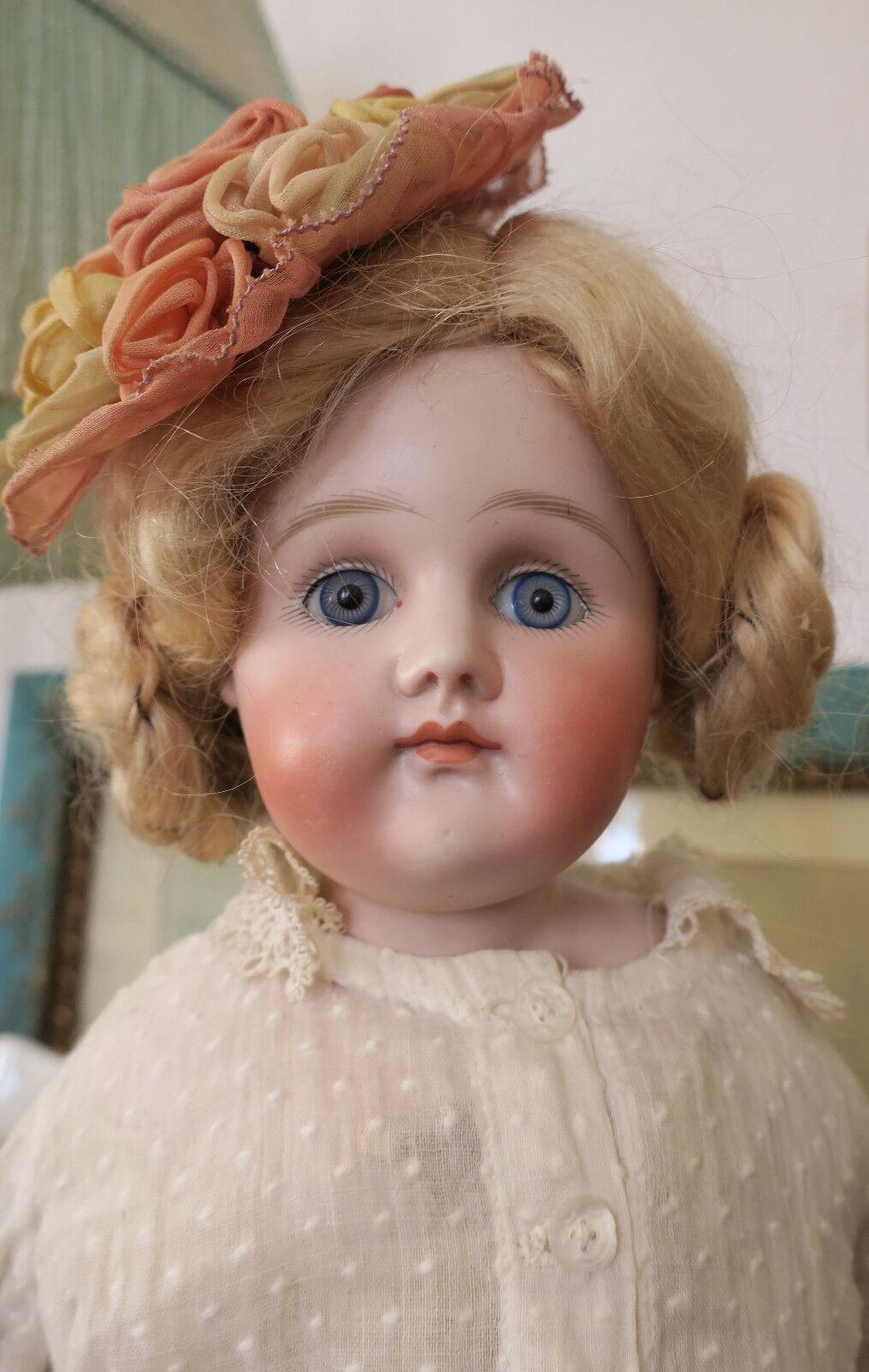 Antigua muñeca Kestner A.T. en tipo boca cerrada 20  ropa original de fábrica