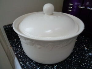 Image is loading BHS-LINCOLN-LARGE-LIDDED-CASSEROLE-OVEN-TO-TABLEWARE & BHS LINCOLN LARGE LIDDED CASSEROLE - OVEN TO TABLEWARE | eBay