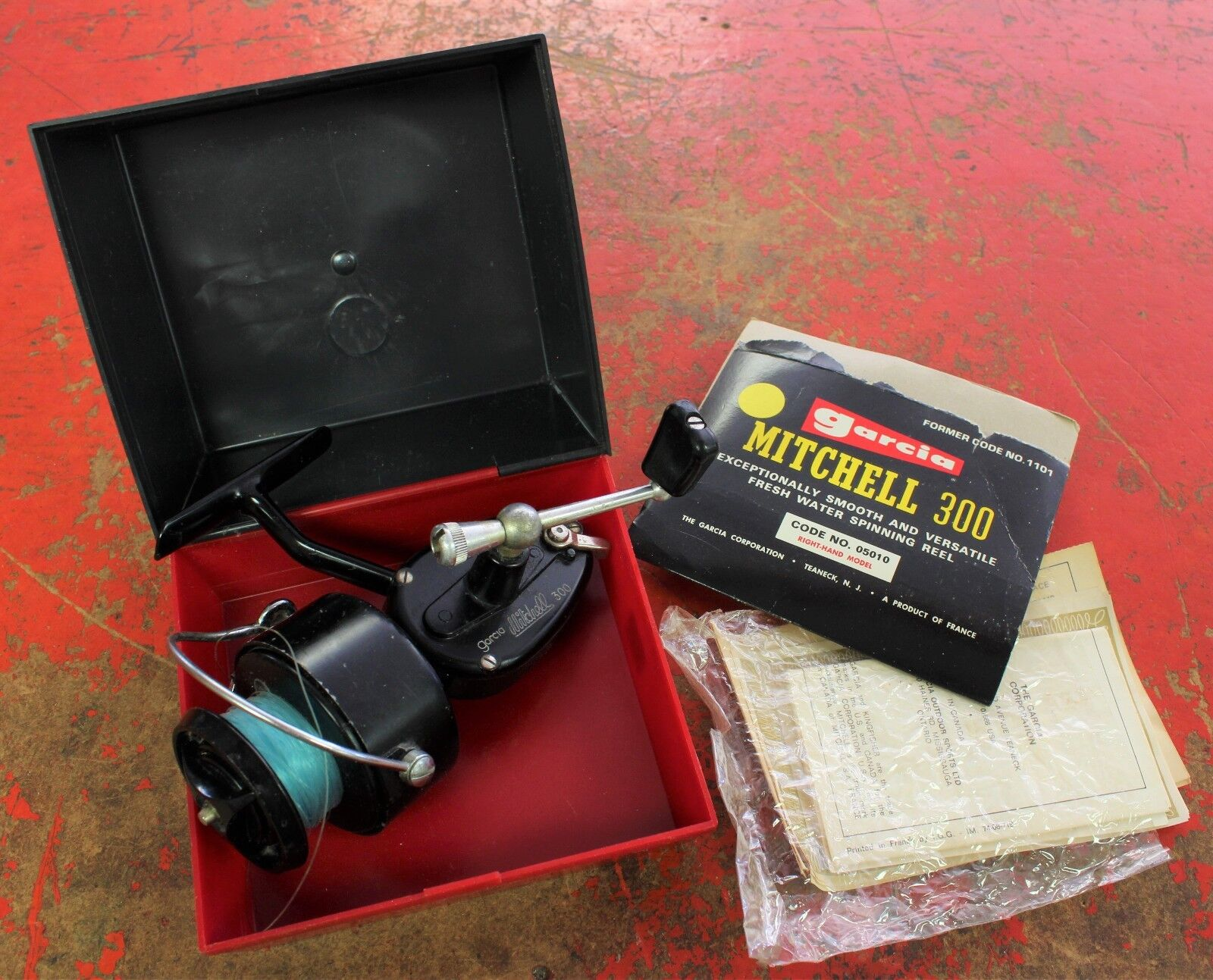 Garcia Mitchell 300 Spinning Reel - Original Clamshell Container