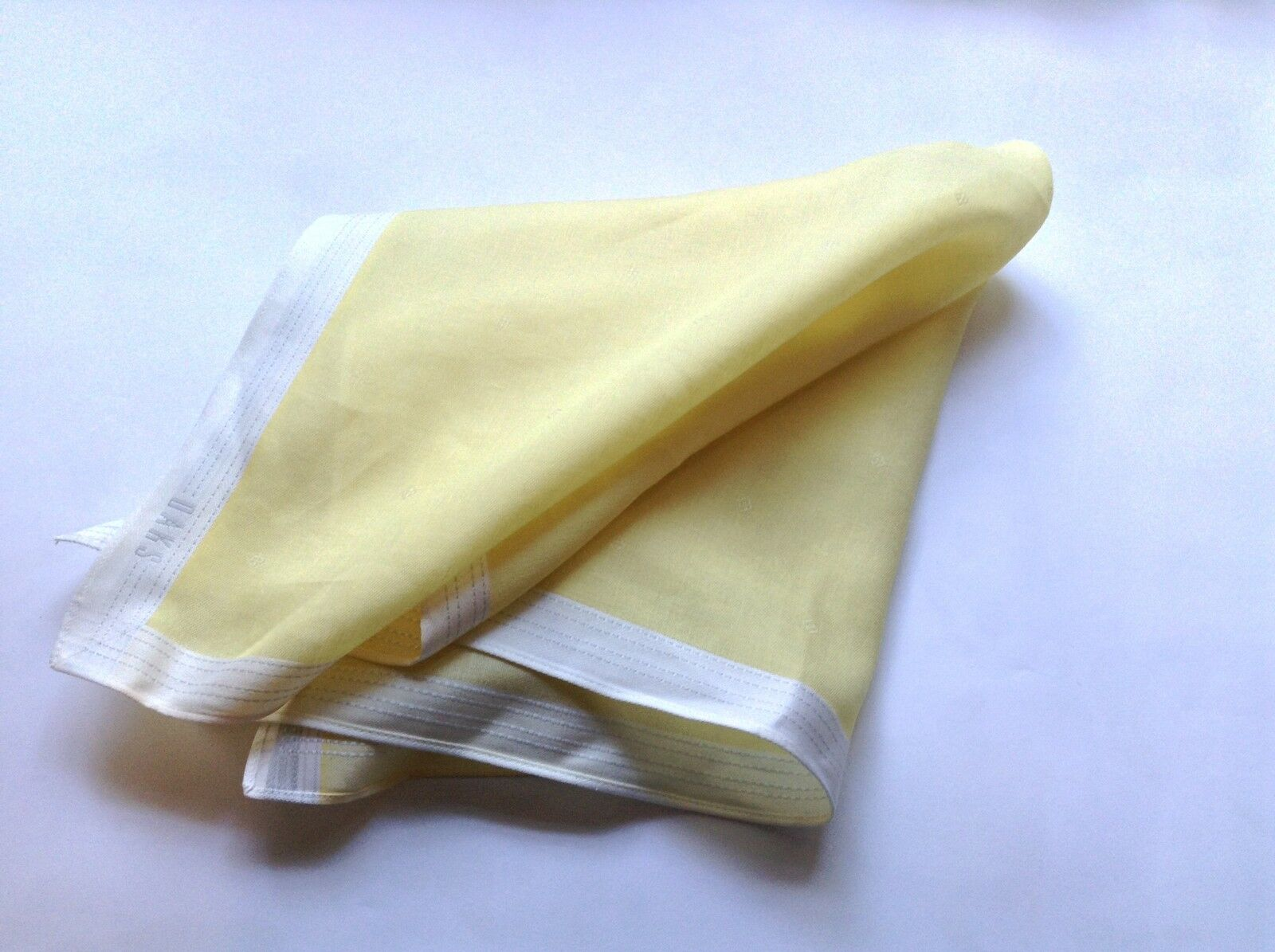 DAKS Men's handkerchief, pocket square finest 100%Cotton Light yellow and white