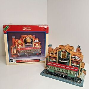 Lemax Plymouth Corners 2000 Porcelain Lighted House Parlour Car Diner #05470