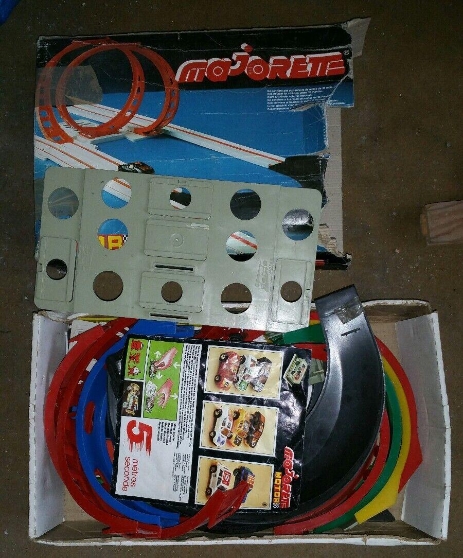 Circuit majorette motor  2 avec 3 voitures cars friction
