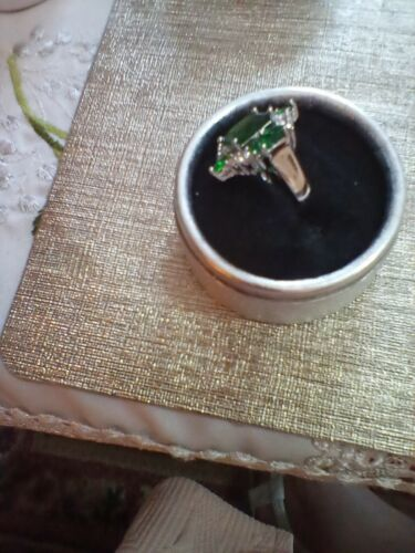 ring large emerald and white coloured stones set like a flower,size 6 m silver