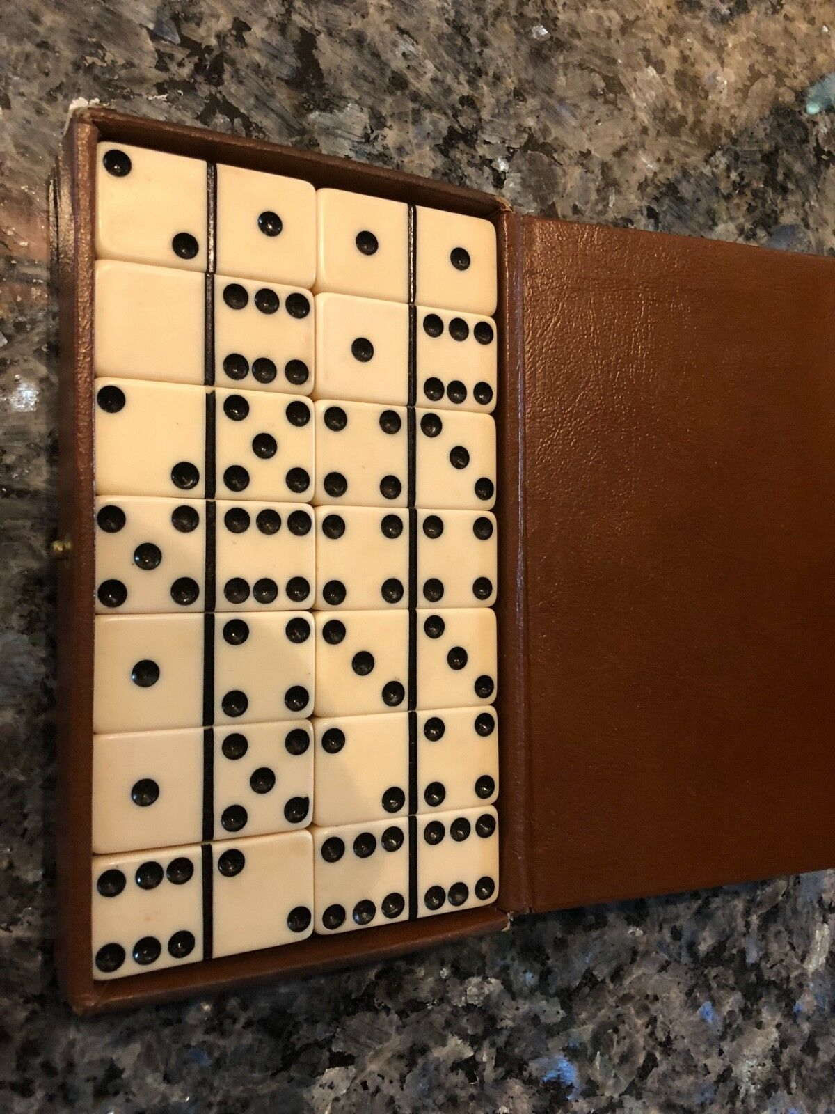 Dominoes Ivory Bakelite in case- Size Standard snap original