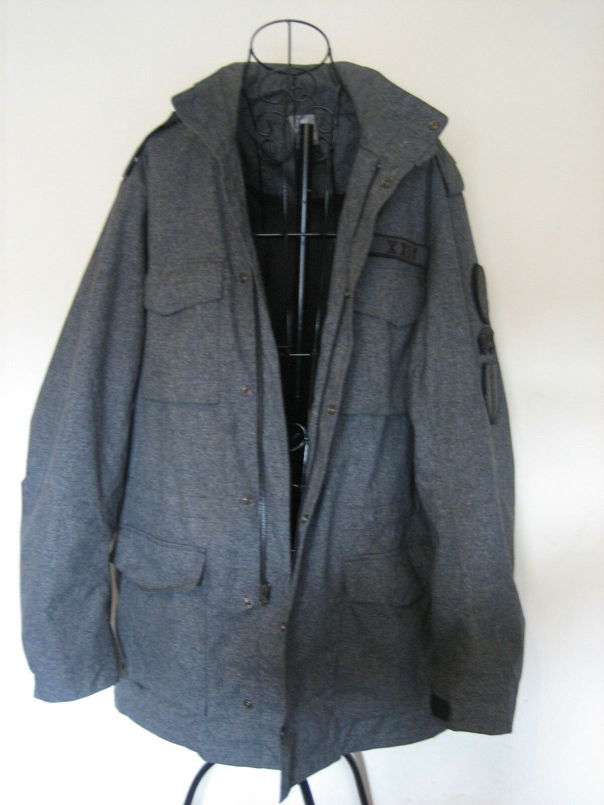 MENS NIKE SPORTSWEAR COAT WITH HOOD IN COLLAR.SIZE EXTRA LARGE