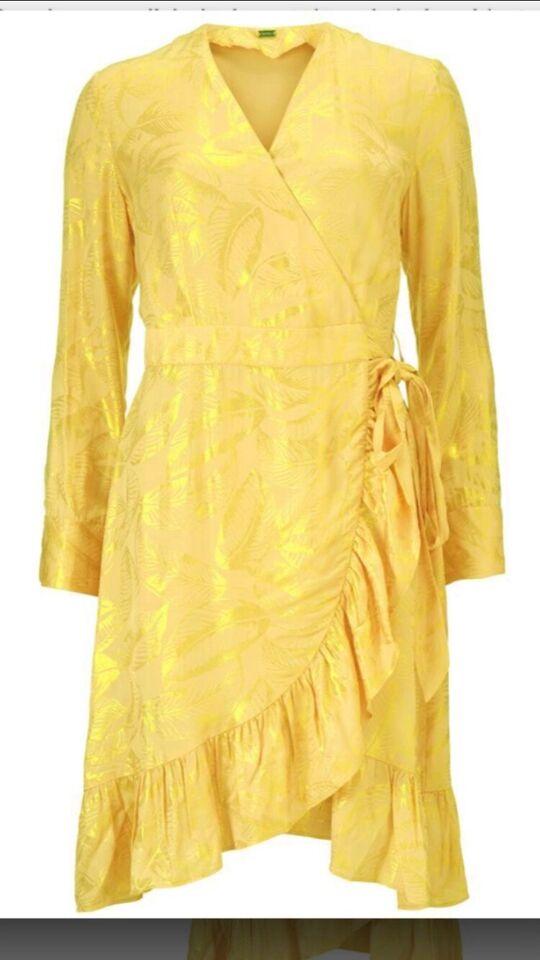 Anden kjole, Gustav, str. S
