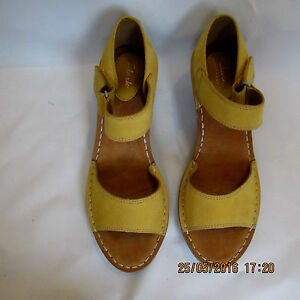 5ab0e23271d NEW Clarks Womens Leather Wedges Sandals Orient Sea YELLOW RRP £55 ...