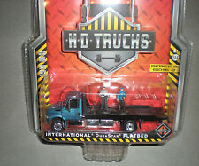 1/64th GL HD Trucks International DuraStar Flatbed Tow Truck w/Figures