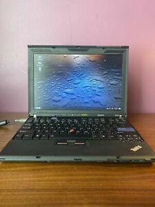 Thinkpad-X200-Docking-Station-W-libreboot-trisquel-GNU-Linux