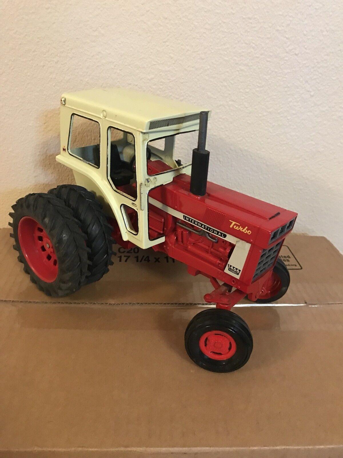 Ertl internacional Tractor Farmall Turbo 1 16 1466