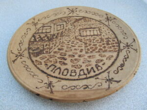 OLD-ANTIQUE-PRIMITIVE-WOODEN-ROUND-PLATE-WOOD-CARVING-SIGNED-1966s-PLOVDIV-CITY