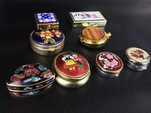 Lot-8-Boites-a-Pilules-Bijoux-Vintage-belles-en-main