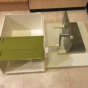 allesschneider brotmaschine von ritter mechanisch m ersatzmesser und brotbox ebay. Black Bedroom Furniture Sets. Home Design Ideas