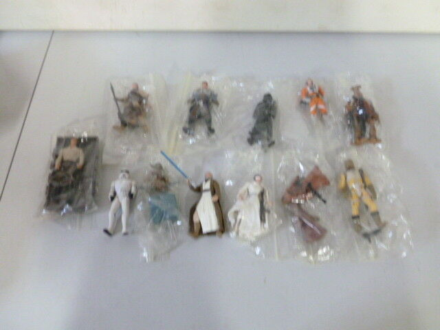 Lot of 13 Star Wars Action Figures with Accessories (1)