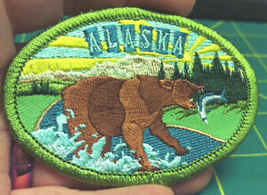 Embroidered-Alaska-Patch-Retro-Brown-Bear-Iron-On-Patch-Grizzly-Bear-fishing