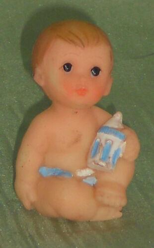 Baby Puppe Junge,sitzend Maßstab 1:12,Miniatur f.Puppenstube//Puppenhaus  #02#