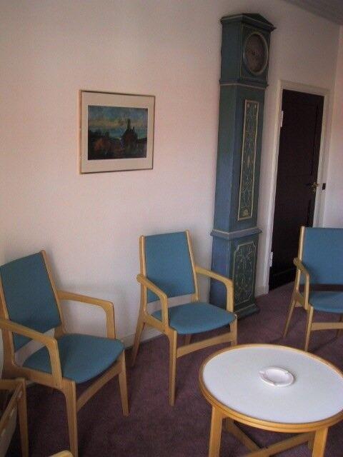 Forrums møbler bord og 3 stole - flotte