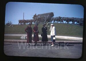 1940s-red-border-Kodachrome-Photo-slide-ladies-on-vacation-Uruguay-Fashion