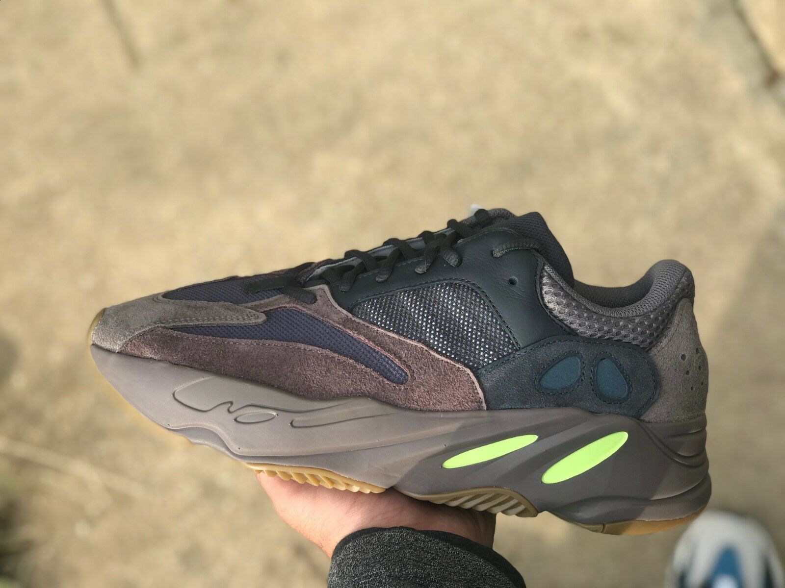 half off e8cf3 e1194 DS New Brand 8.5 US Size 700 Boost Yeezy Confirmed Mauve ...