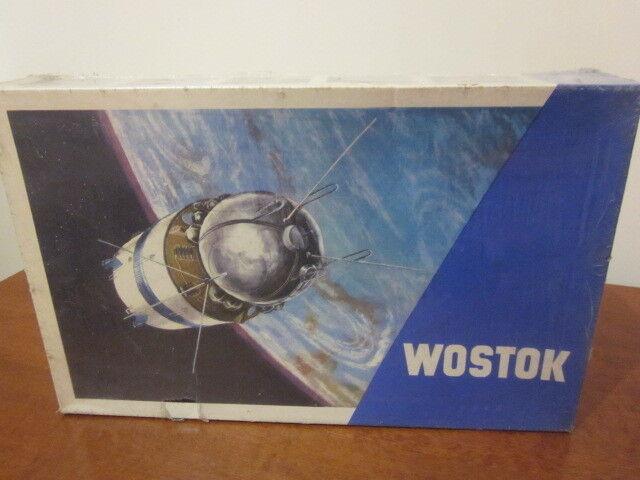 VEB PLASTICART WOSTOK - VOSTOK SPACECRAFT ( SEALED, FIRST FIRST FIRST ISSUE 1968  ) ad1428