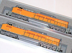 KATO-2-LOCO-COMBO-1767037-1767038-N-AC4400CW-Union-Pacific-UP-6717-6735