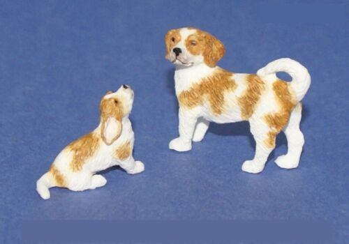 2 BEAGLE DOGS PAIR 112 Scale Dollhouse Miniature Animal Pet Adult Collectable