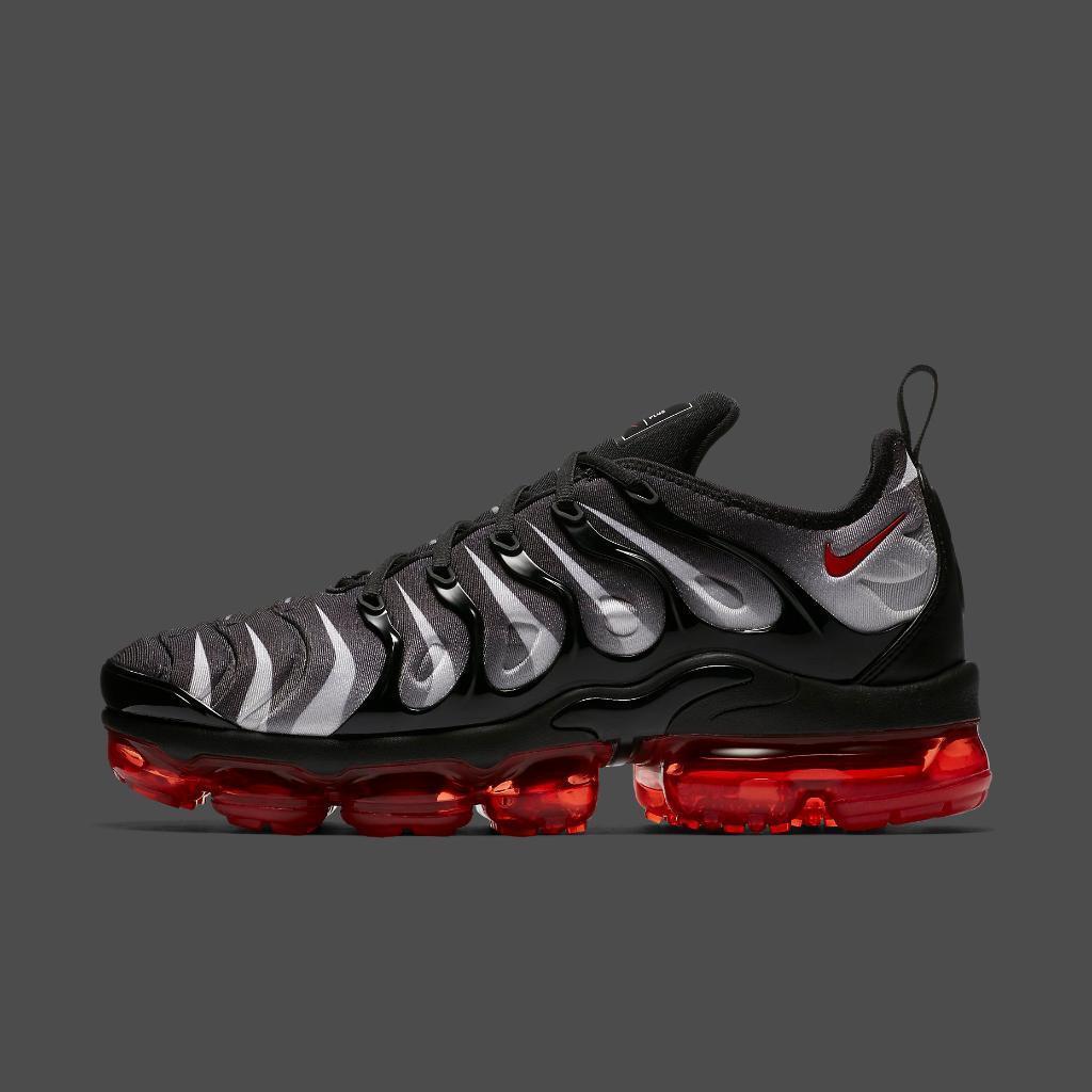 Nike Air Vapormax Plus Black Red Size 9.5. AQ8632-001 95 97 98 1 90