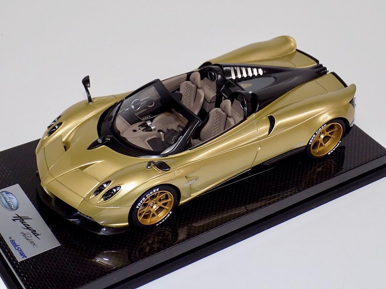 1 18 Looksmart M. PAGANI HUAYRA Roadster en Or or Wheels carbone base