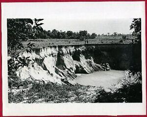 1974-125-Foot-Sinkhole-Eats-Garden-in-Tampa-Florida-Original-News-Photo