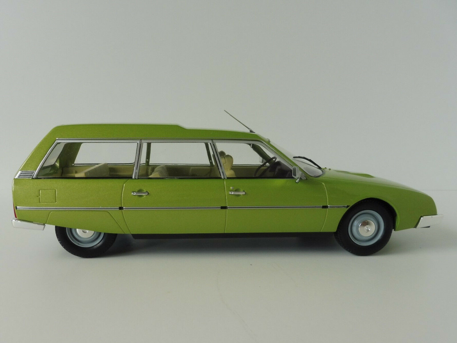 Citroën Cx 2400 Super Break verde 1976 1 18 modelloauto Group Mcg18087 Familiare