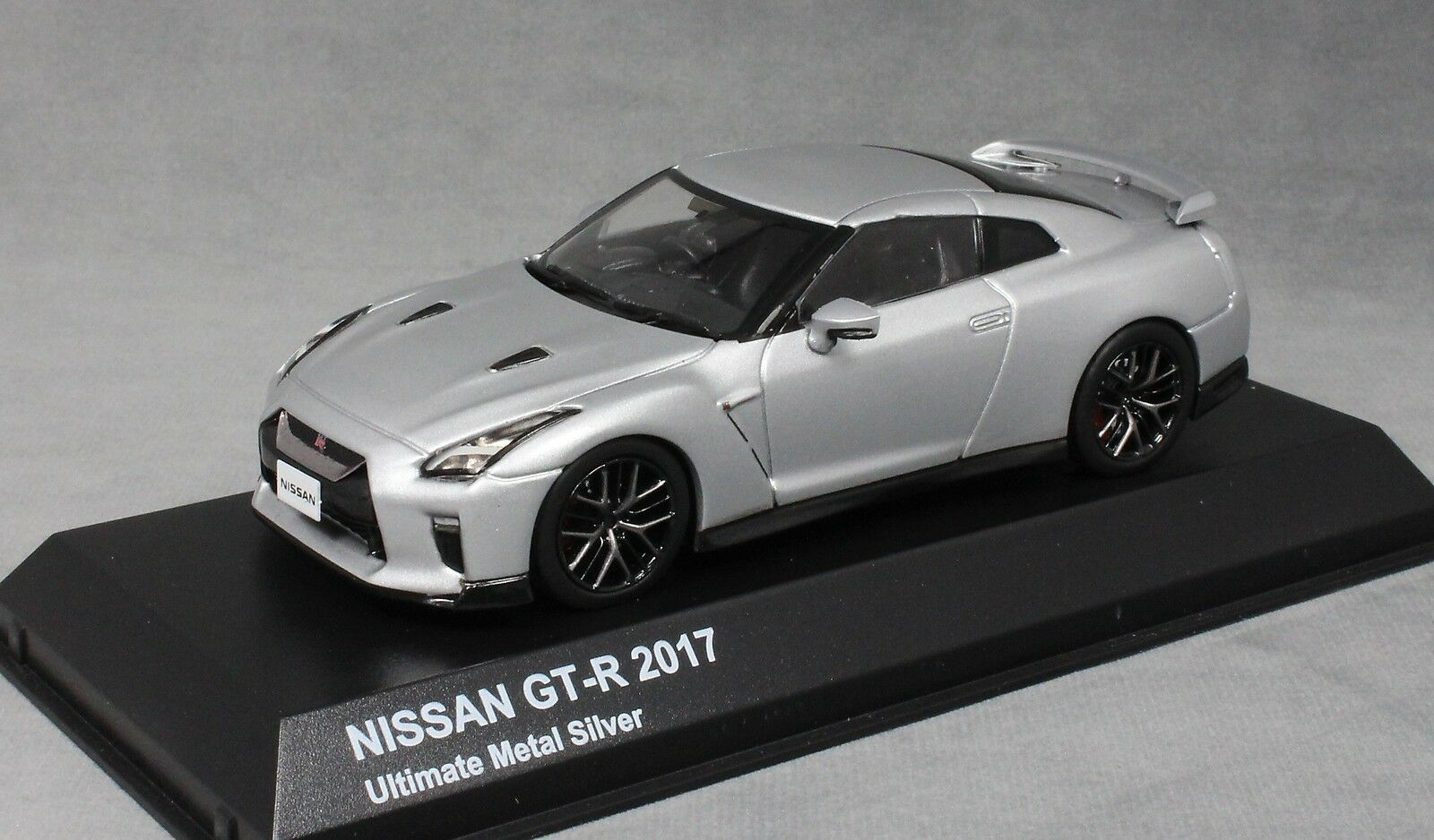 KYOSHO NISSAN GT-R R35 in argento metallico Ultimate 2017 03893S 1 43 NUOVO