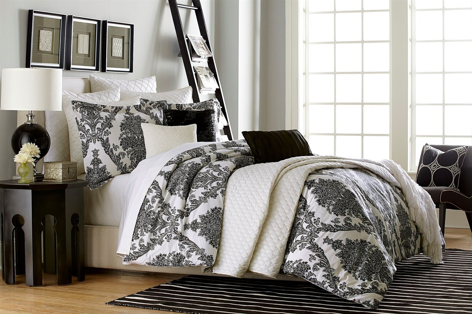 5 Pc Jaclyn Smith  ANTIQUE SCROLL  Comforter Set  King 104  x 94  NEW
