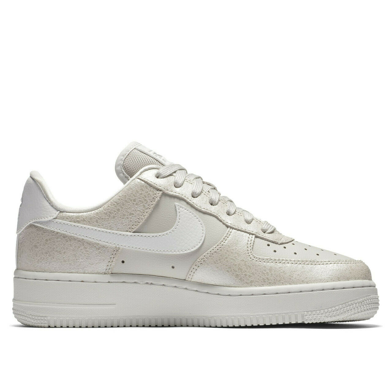 Nike Wmns Air Force 1' 07 Low Premium 896185-004 Taille 8.5 UK
