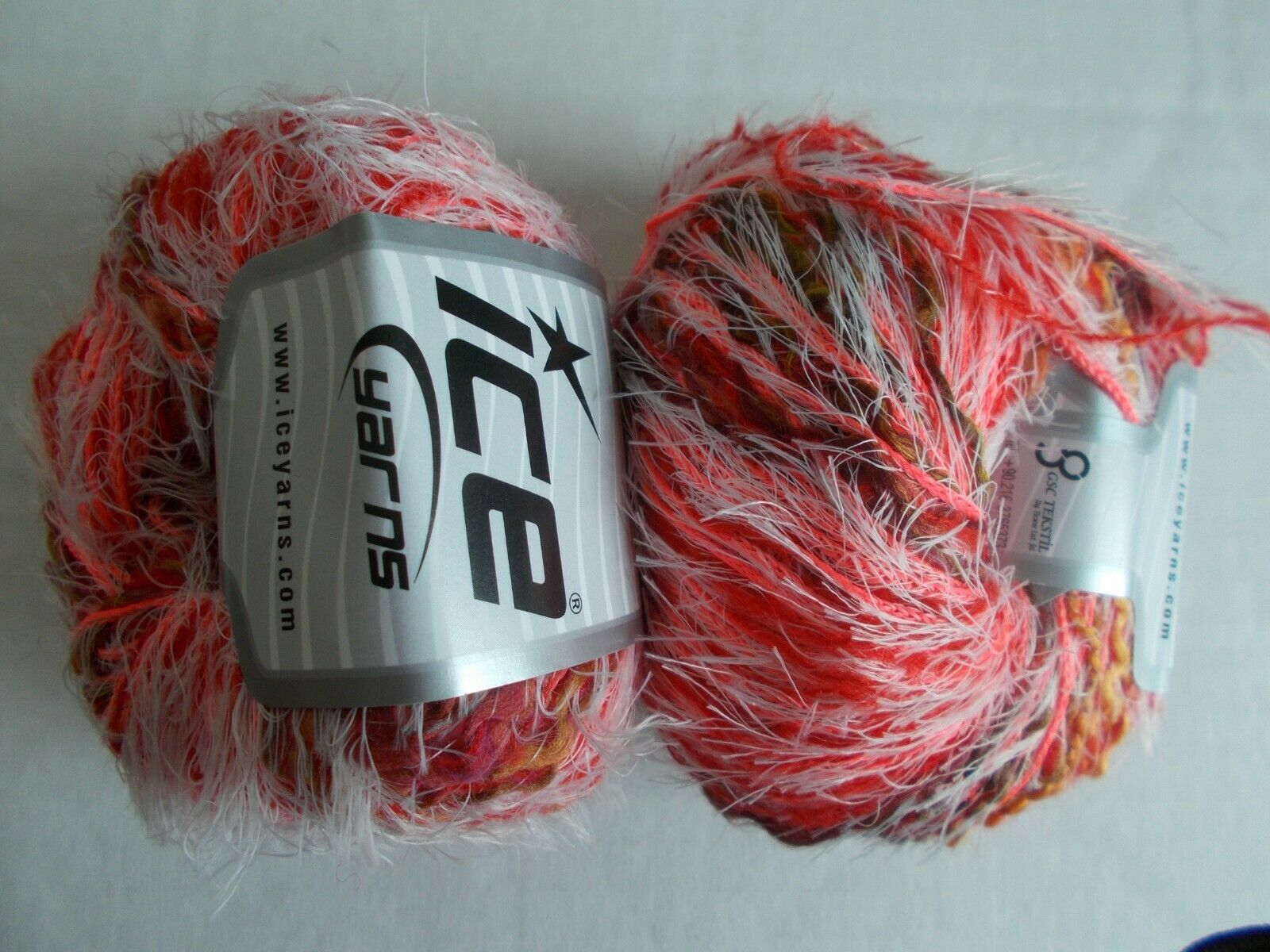 Mill End Assortment Fashion Plus eyelash//brushed yarn brown//white lot of 2