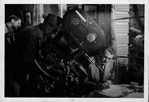 Vintage-photograph-Gary-Cooper-on-set-of-Cloak-and-Dagger-original-press-pic
