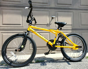 2001 DYNO Zone Mid New School BMX Bicycle Yellow GT Old Bike Freestyle Jumping