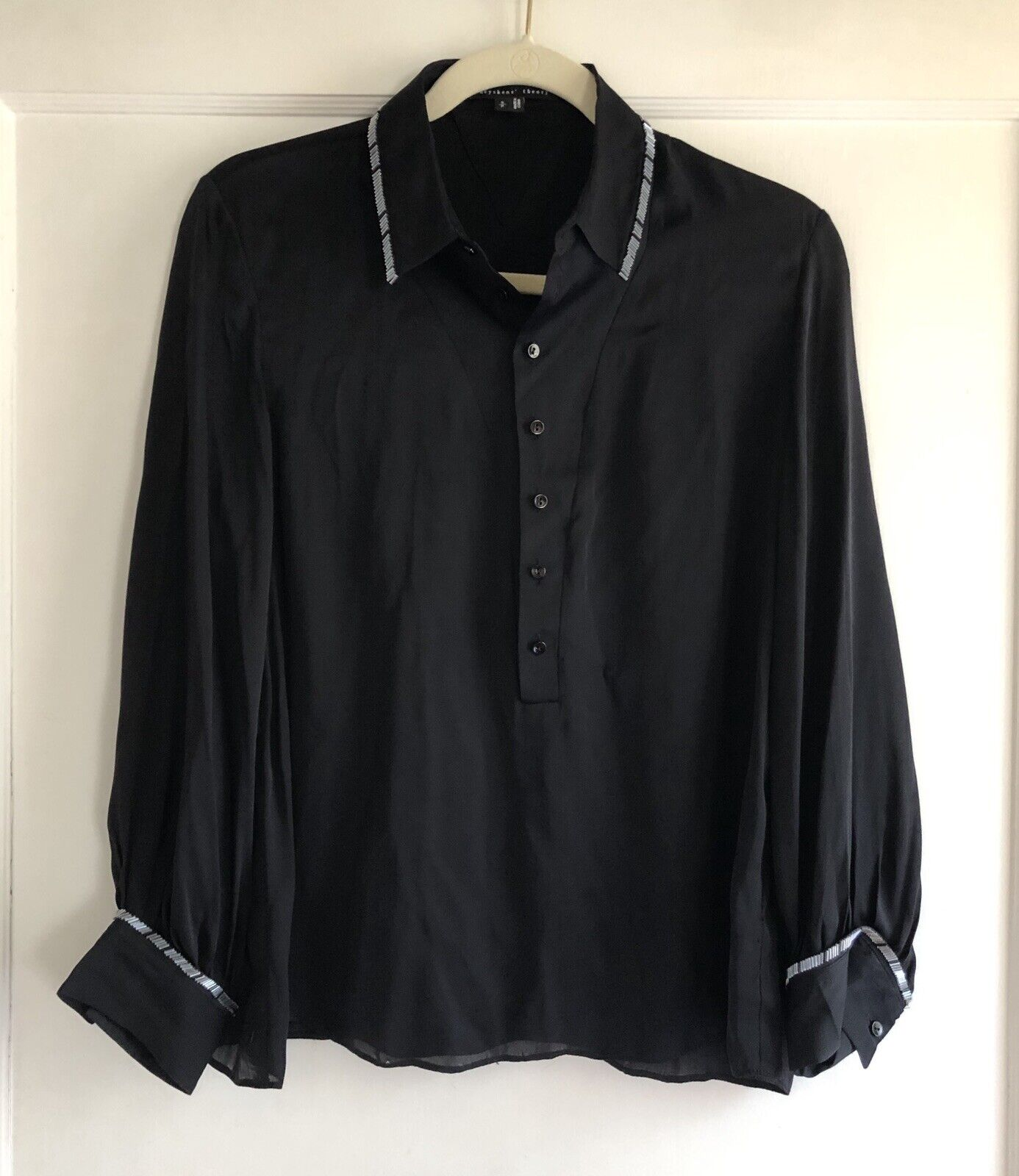 ecb92364baeed Theory Theyskens 100% Silk schwarz Beaded Trim Blouse Top Größe Small