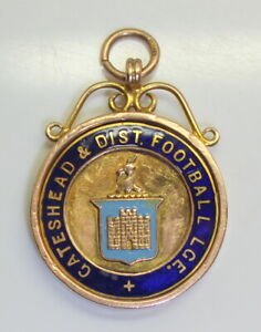 WOW-1934-S-GATESHEAD-amp-DIST-FOOTBALL-SOCCER-LEAGUE-BRITISH-PENDANT-MEDAL-9KT