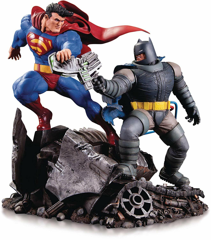 DC Collectibles Dark Knight Return Batman vs Superman Figure  [1-462