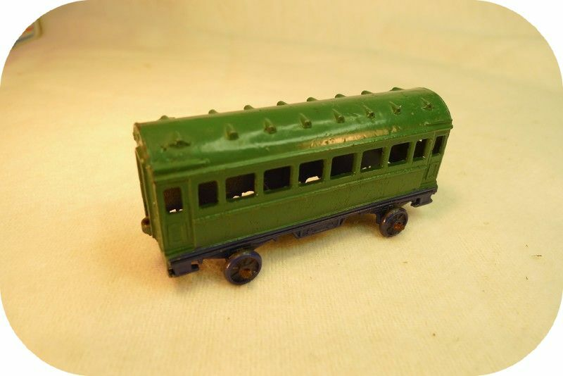 DINKY TOYS FRANCE. Wagon vert (avant guerre) REF 20a