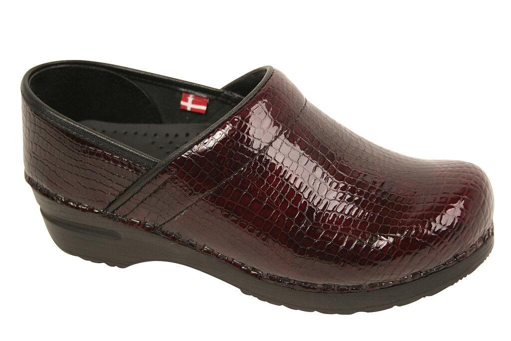 Wouomo Sanita Danish Clogs Professional Croco Embossed Patent Leather Bordeaux