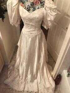 Wedding-Gown-vintage-9000victorianstyle-2-6custom-made-pale-Cream-taffeta-train