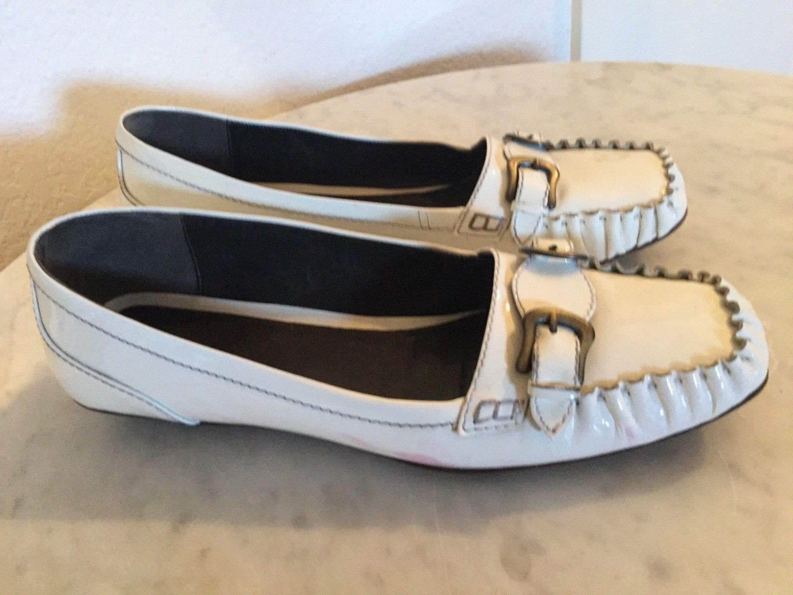 FENDI bianca Patent Leather Double Buckle Accent Front Flats. Wm Sz 39 M. Italy.