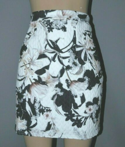 New Womans Look Again Floral Print Quilted Skirt Size 16 BNWT