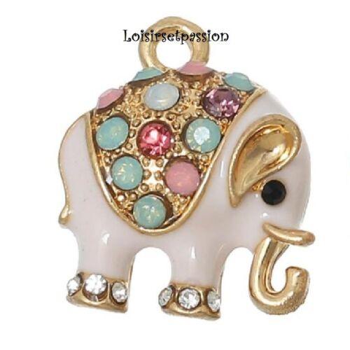 113 - BRELOQUE / CHARM, Éléphant rose pâle émaillé, strass multicolore, 15 x 18